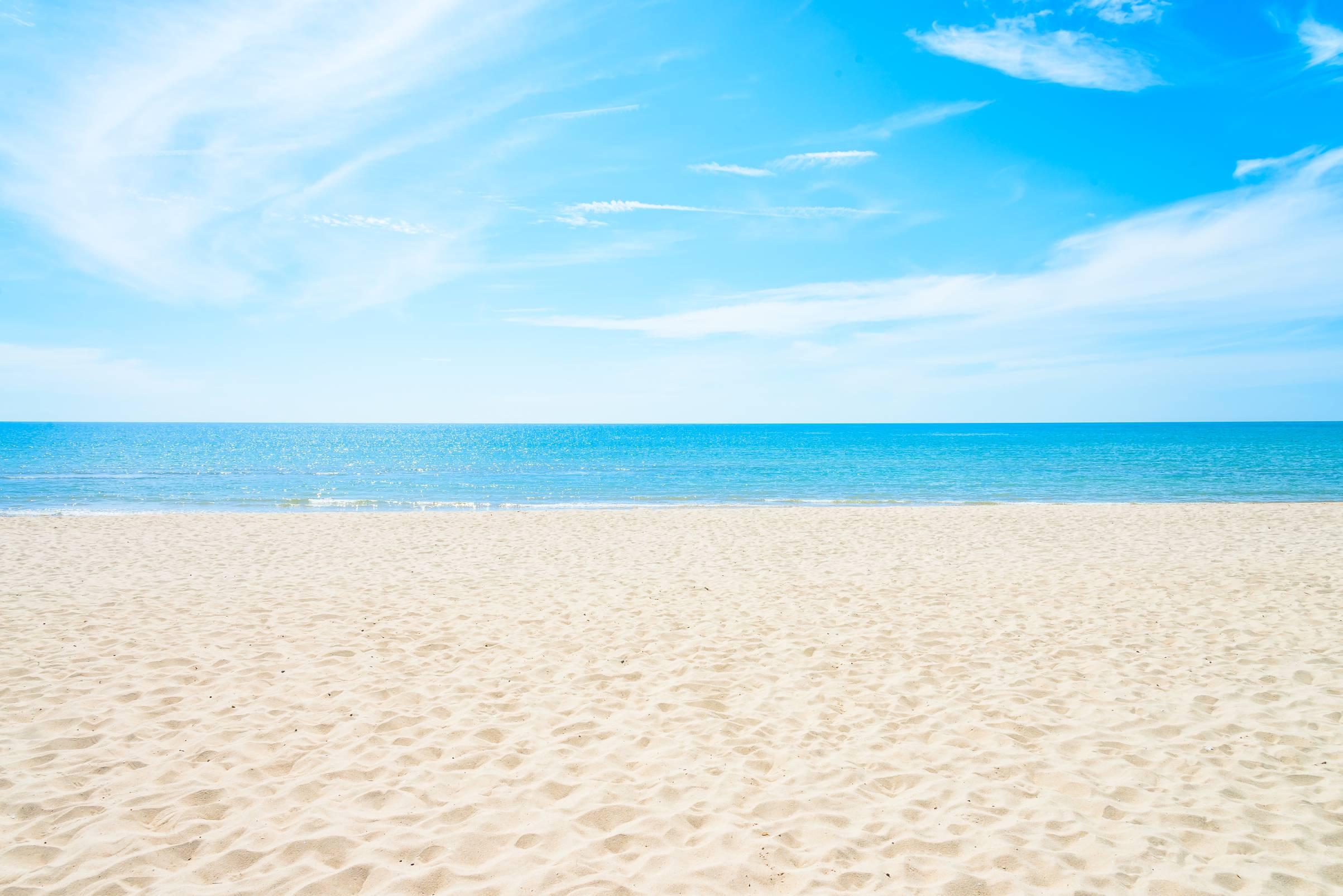 empty-sea-and-beach-background (2)
